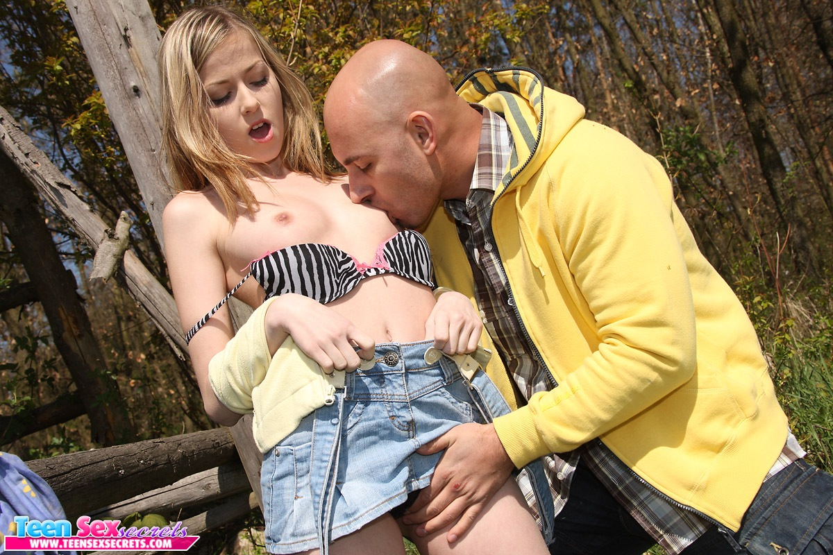 sex behind outdoors from stranger girl