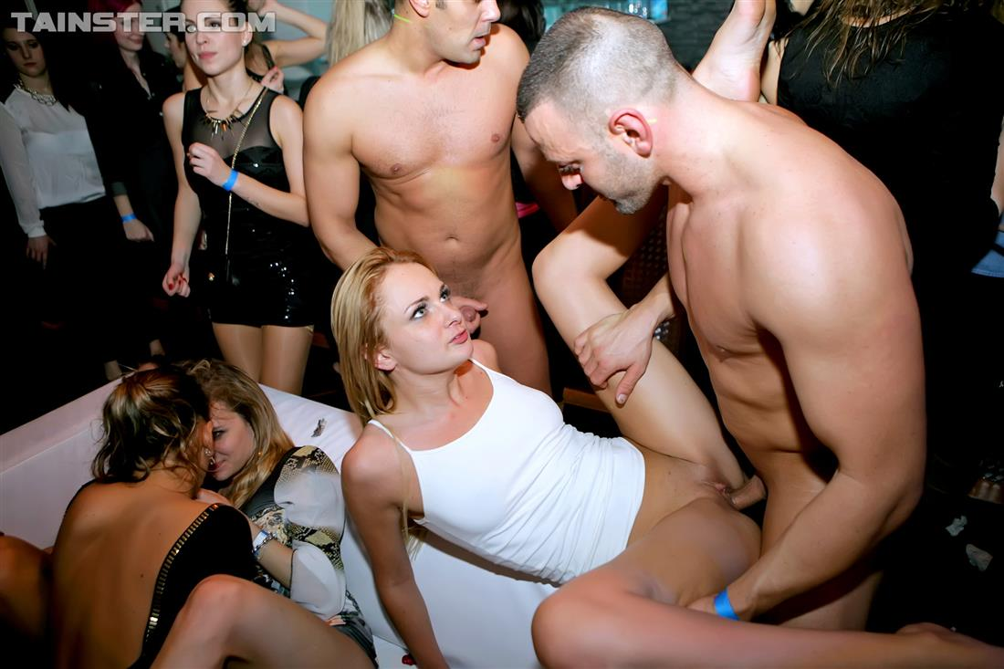 publis party sex