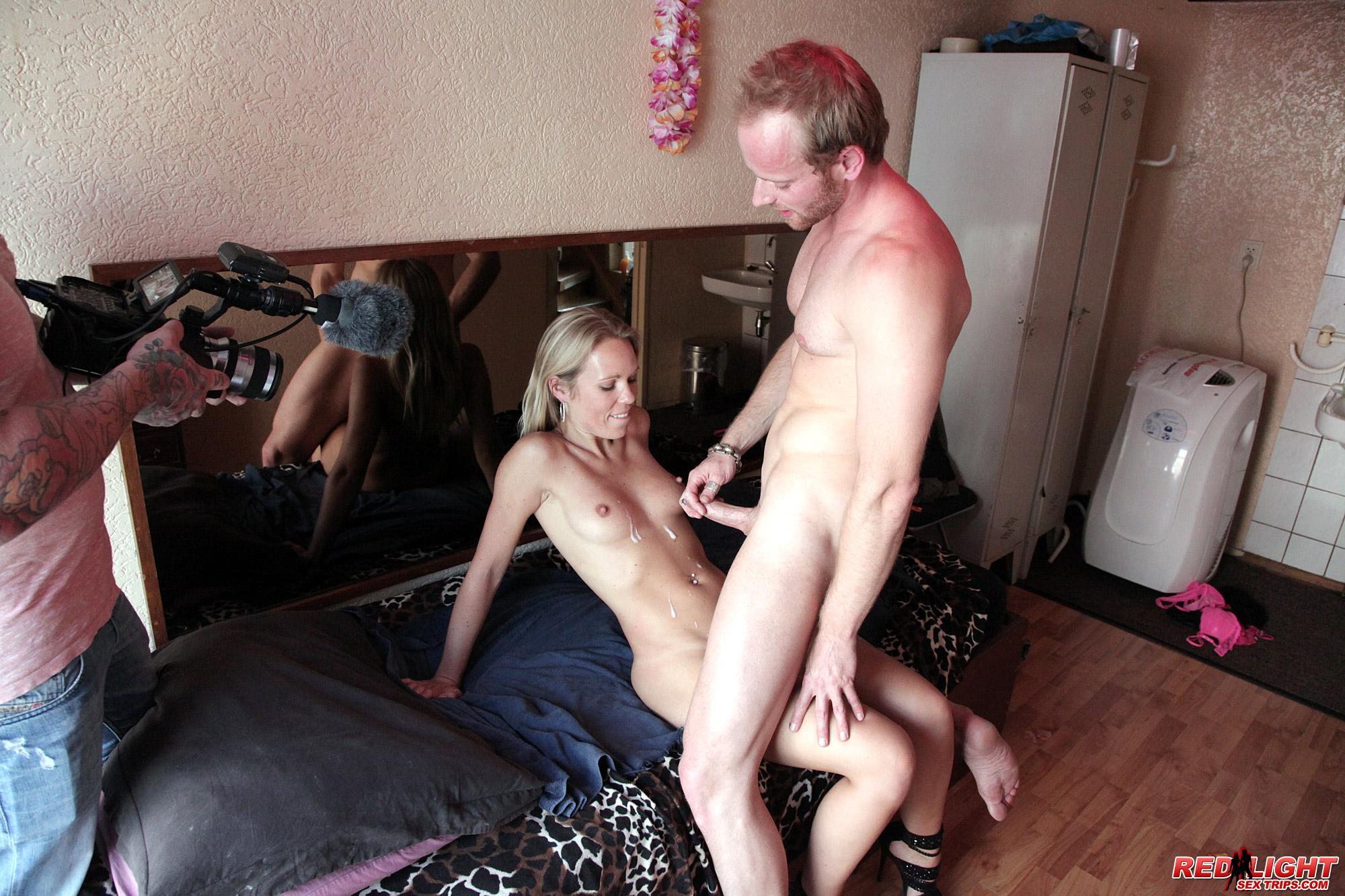 проститутками обслуживают клиентов дома