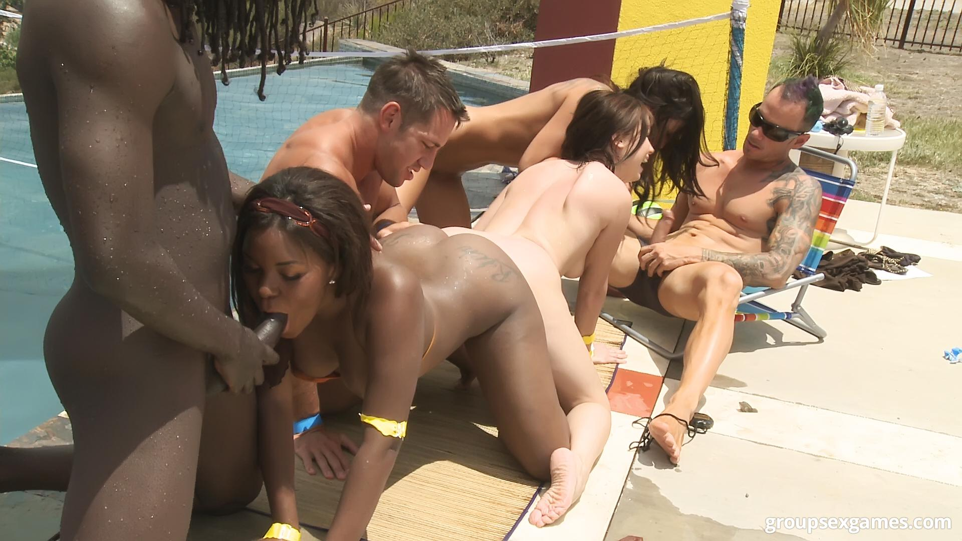 anal porn Group sex at the pool side video